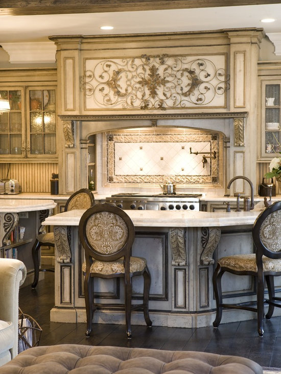 Grand European Casual Kitchen