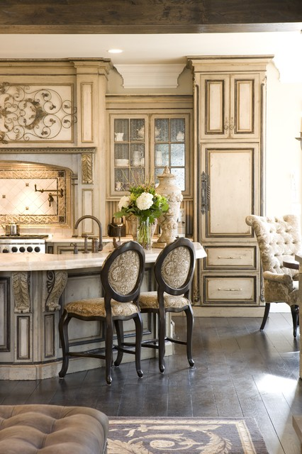Grand European Casual Kitchen traditional-kitchen