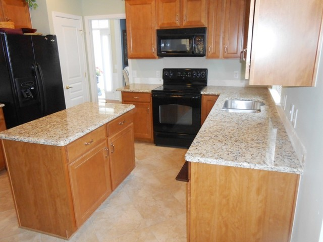 Granite colors that work well with Medium Colored Cabinets traditional-kitchen