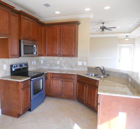 Granite countertops traditional-kitchen