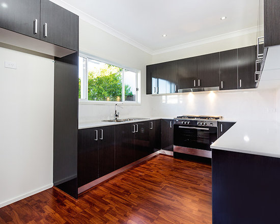 80 Mid-Sized U-Shaped Kitchen Design Photos with Dark Wood Cabinets