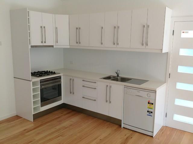 Granny flat warriewood transitional kitchen sydney for Kitchen designs sydney