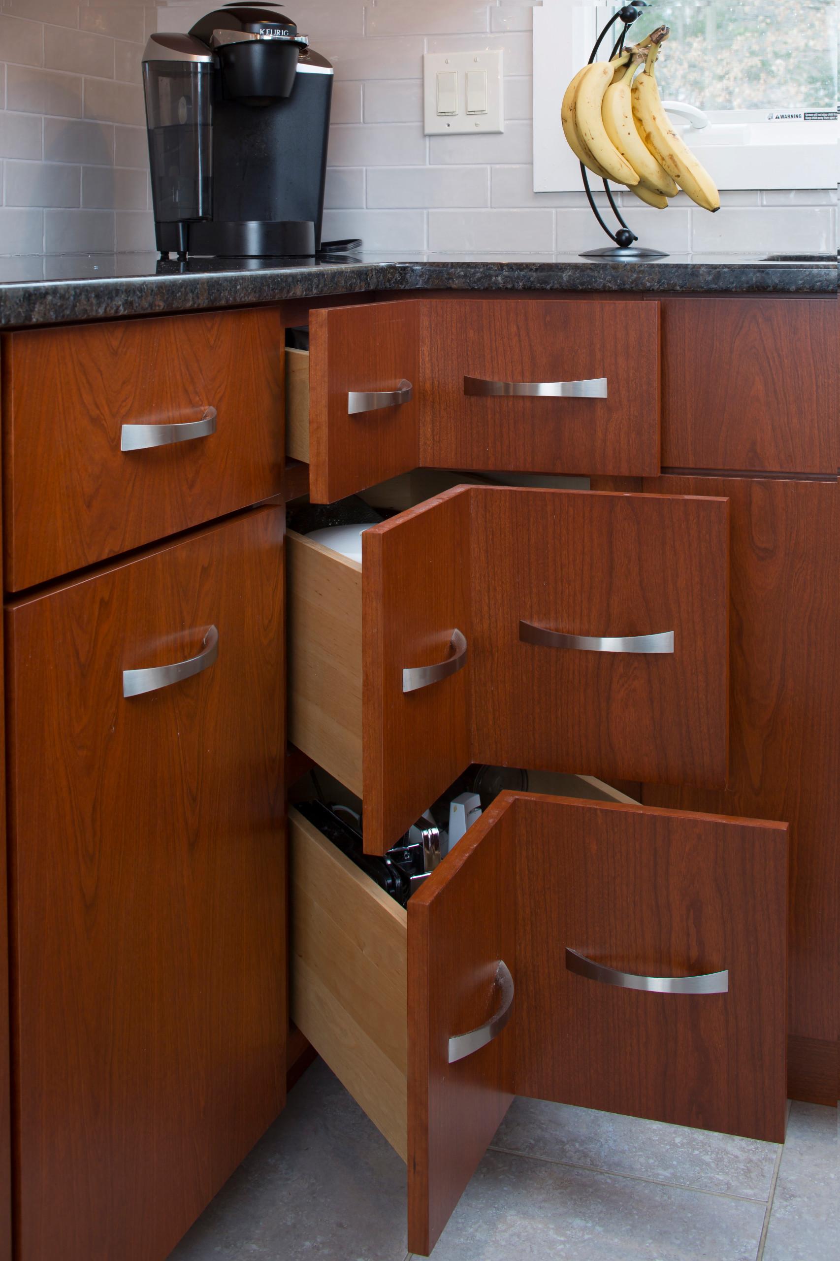 Grauer Transitional Kitchen