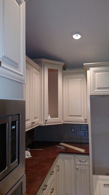 Great colors in kitchen design for Traditional kitchen color schemes