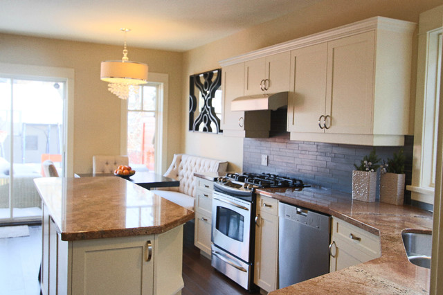 Great eat in kitchen traditional kitchen calgary for Traditional kitchen meaning