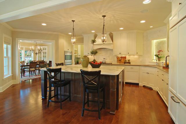 Great neighborhhod homes traditional kitchen for Traditional home great kitchens