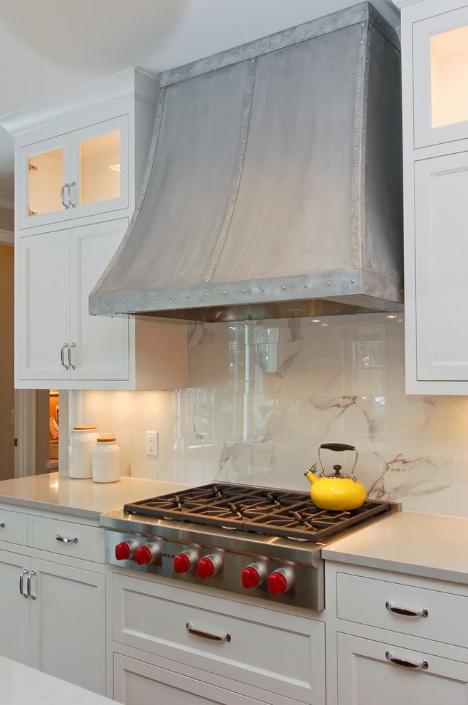 Transitional kitchen photo in Minneapolis