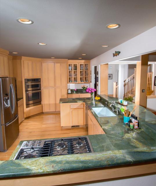 Green Lightning Granite Countertop Traditional Kitchen
