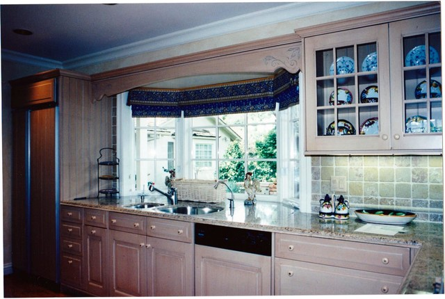 Green Oaks Kitchen traditional-kitchen