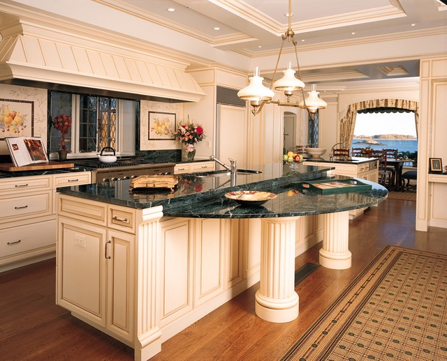 Greenwich Ct Kitchen Cabinets And Millwork Traditional Kitchen New York By Culin