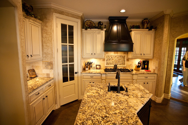 Greggs Residence traditional-kitchen