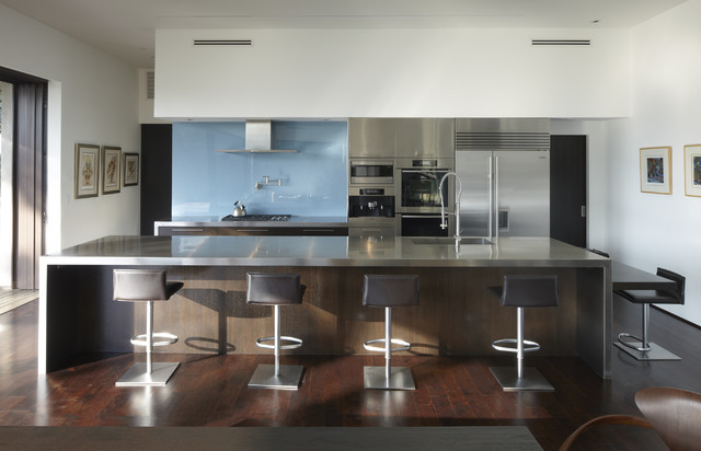 GRIFFIN ENRIGHT ARCHITECTS: Mandeville Canyon Residence - Modern - Kitchen - Los Angeles - by Griffin Enright Architects