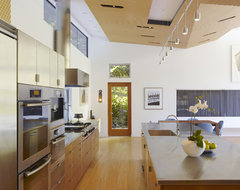 GRIFFIN ENRIGHT ARCHITECTS: Ross Residence modern kitchen