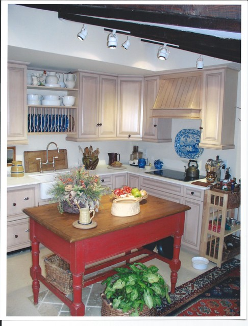 Guest carriage house traditional kitchen new york for Kitchen ideas st johns woking