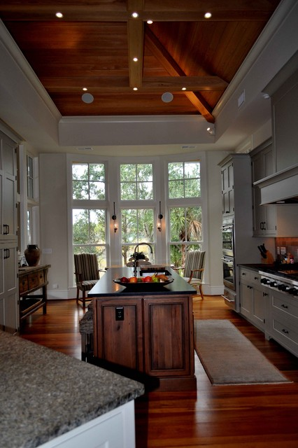 Guida REsidence traditional kitchen