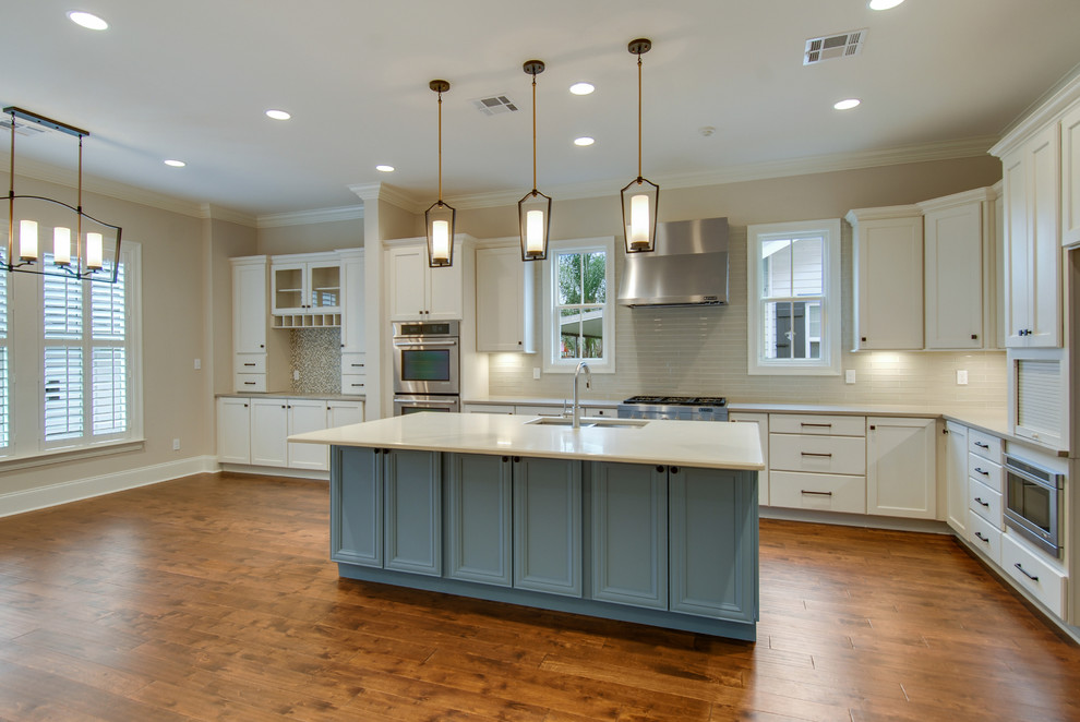 Example of a transitional kitchen design in New Orleans