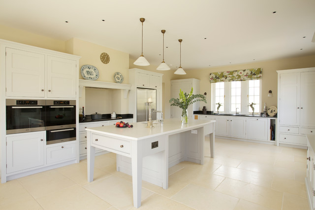 Kitchen Large Cottage U Shaped Beige Floor Idea In Wiltshire With An Undermount