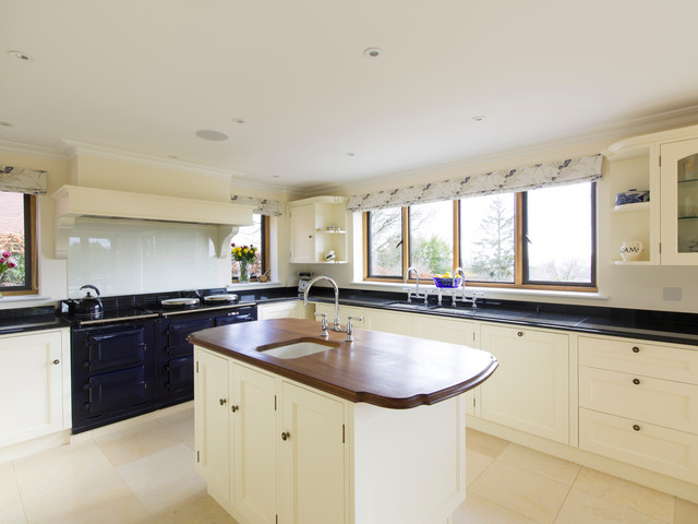 Guildford kitchen traditional kitchen surrey by patricia hewlett design limited Kitchen design companies in surrey