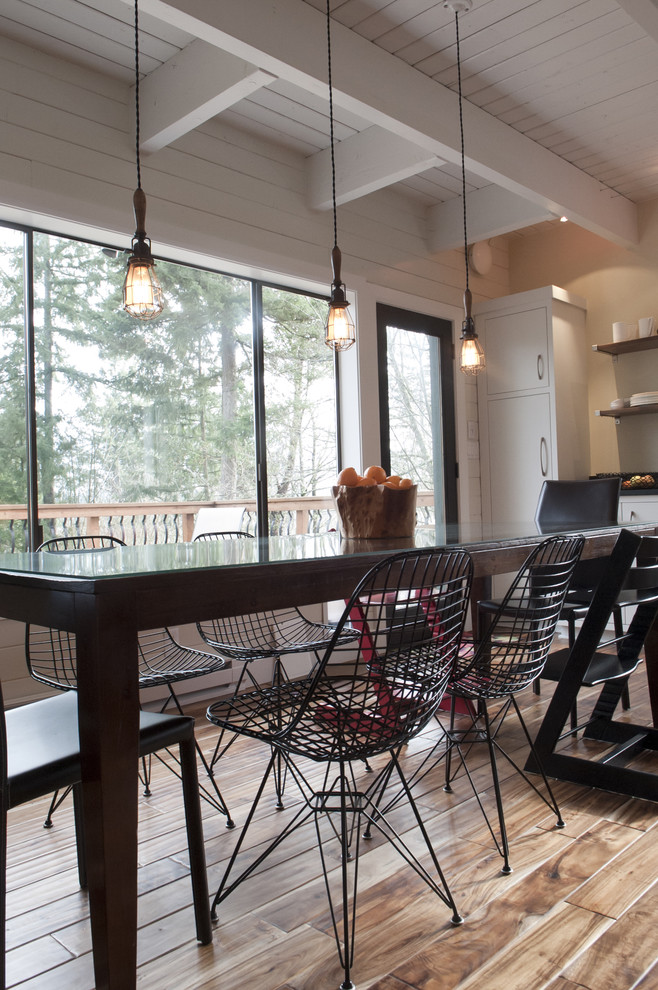 Example of a trendy eat-in kitchen design in Seattle