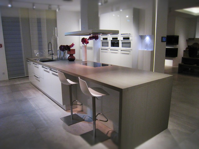 Hacker Kitchen Showroom In Germany Contemporary Kitchen Wilmington By Clever Storage By