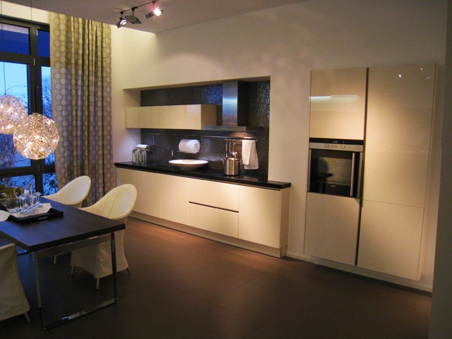 Hacker Kitchen Showroom In Germany Modern Kitchen Wilmington By Clever Storage By