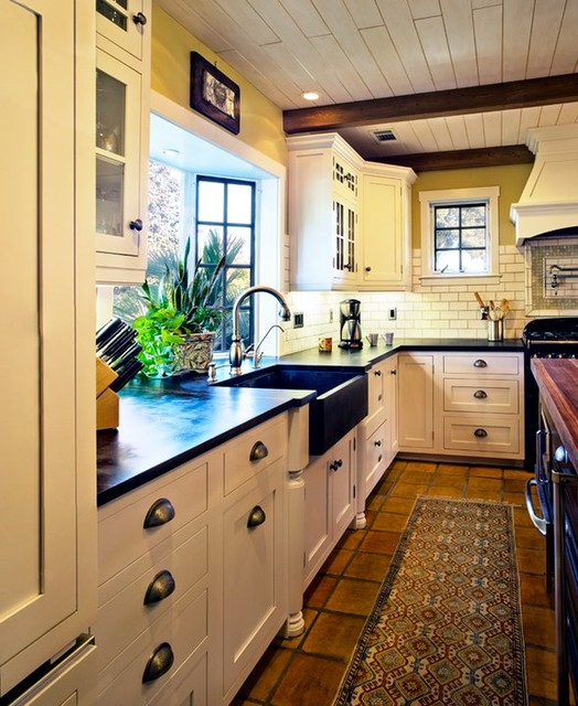 Cottage Kitchen Countertops: Hahka Happy Cottage Kitchen