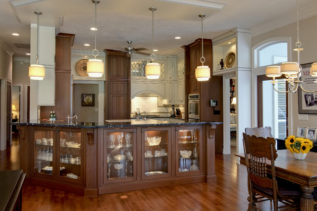 Haile Plantation Home traditional kitchen