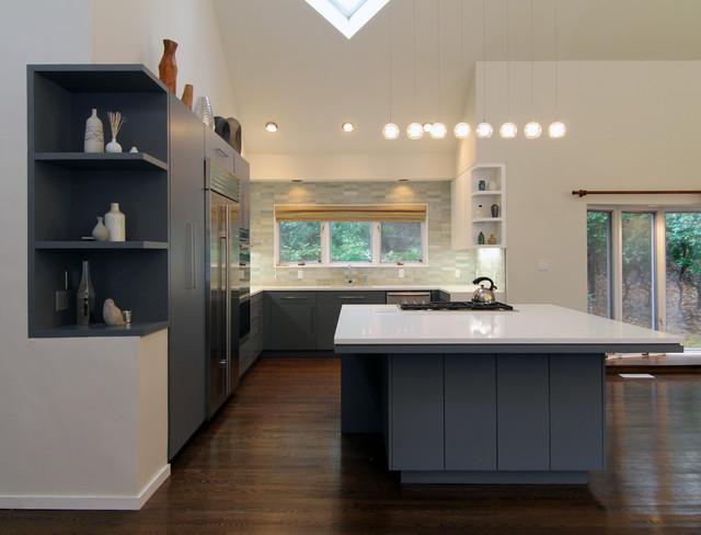 Hampton's Beach House modern-kitchen