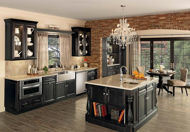 Hampton 39 s kitchens appliances for Traditional kitchen appliances