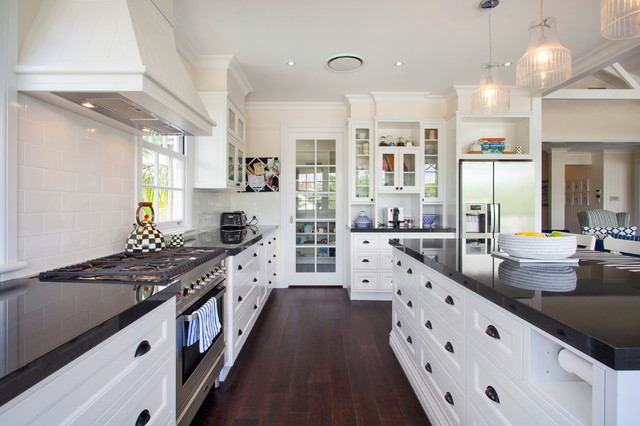Charmant Beach Style Kitchen In Brisbane.