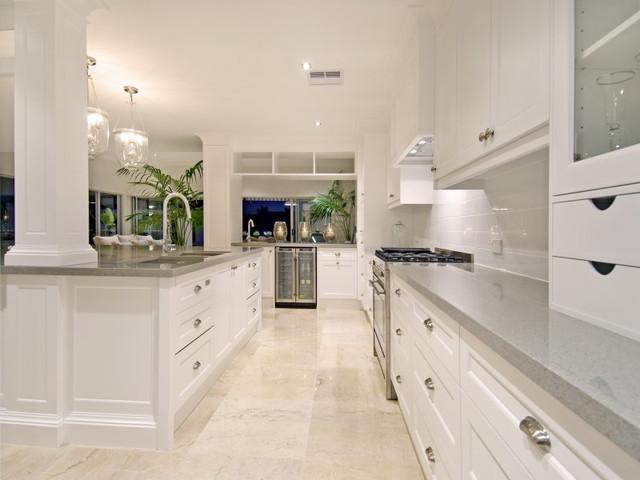 Hamptons kitchen for Hamptons style kitchen splashback