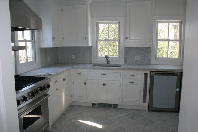 Hamptons traditional-kitchen