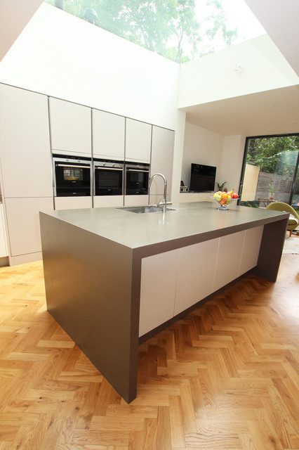 Handleless kitchen appliances modern kitchen london for Modern kitchen london