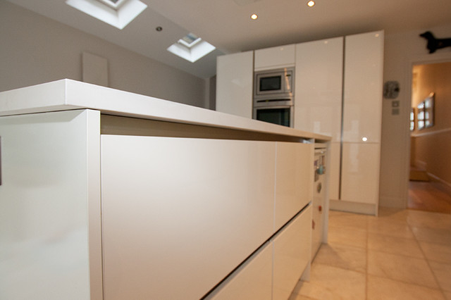 Handleless kitchen by lwk kitchens london modern for Modern kitchen london