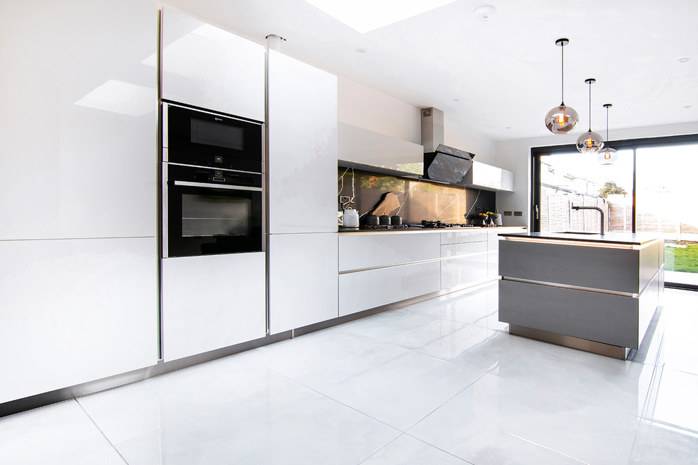 Handless Design In Light Grey High Gloss Lacquer Finish Modern Kitchen London By Schmidt Kitchens Palmers Green