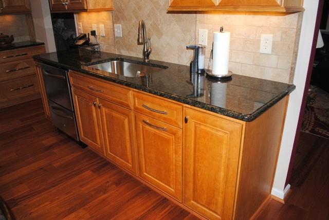 Hardwood Floor Maple Prescott Butterscotch Cabinets Tile Backsplash Traditional Kitchen