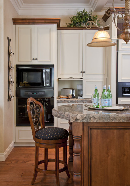 Hardworking cabinet area - Traditional - Kitchen - San Diego - by ...
