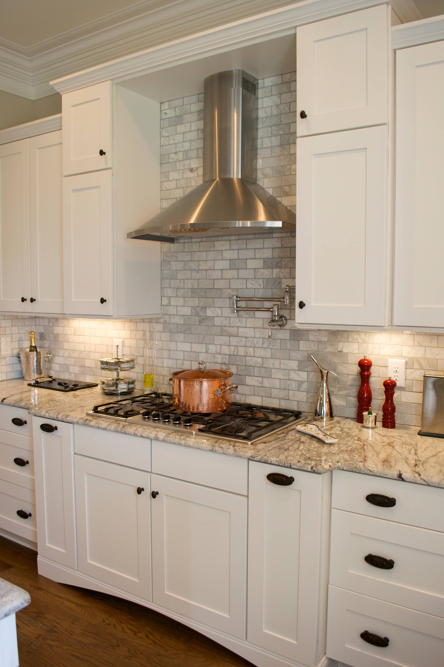 9 Beautiful White Kitchen with Granite Countertops Pictures ...
