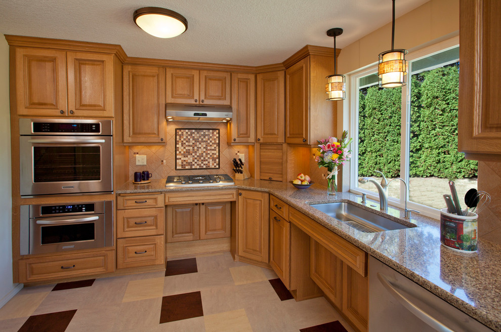 Kitchen - contemporary kitchen idea in Portland
