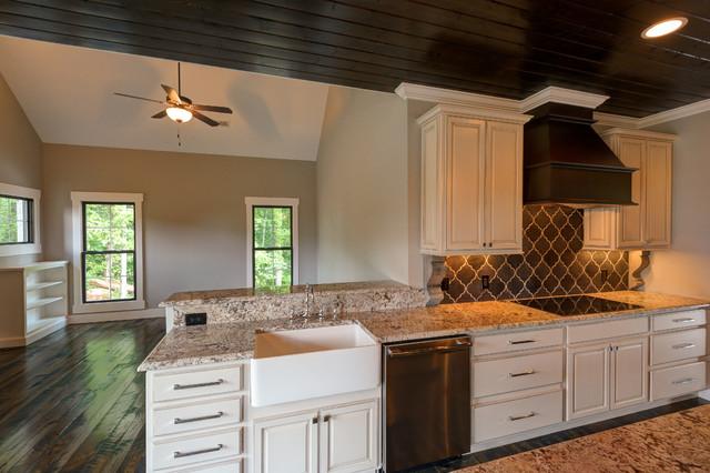 Hennefield Plan/Frank Betz contemporary-kitchen