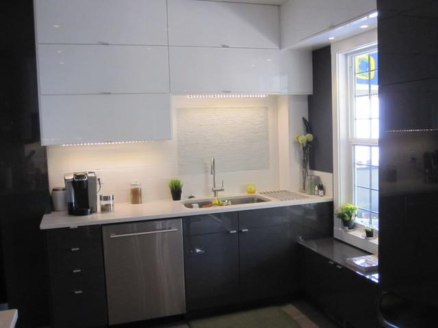 Heritage home Sunalta modern kitchen