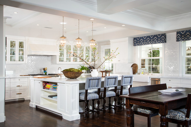 Large elegant u-shaped dark wood floor eat-in kitchen photo in Los Angeles