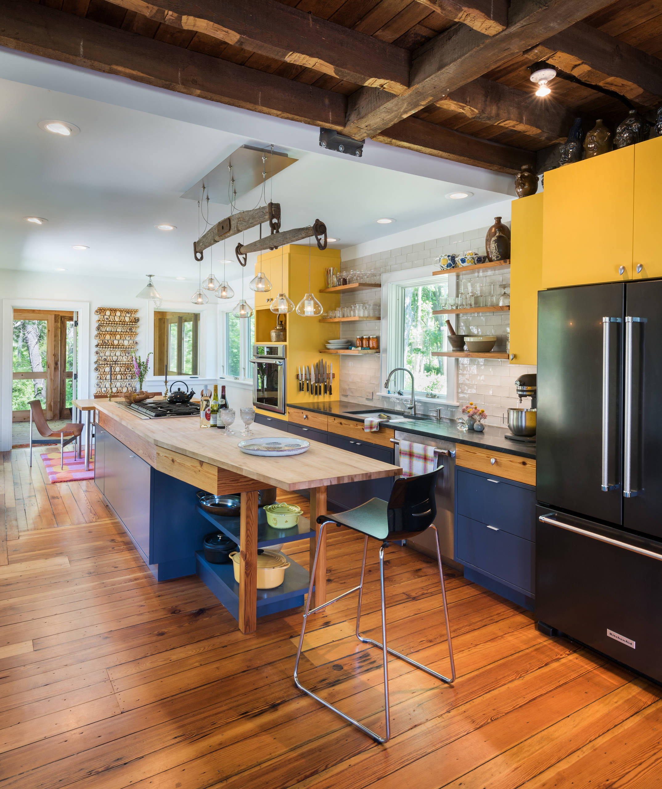 75 Beautiful Kitchen With Yellow Cabinets And Black Appliances Pictures Ideas May 2021 Houzz