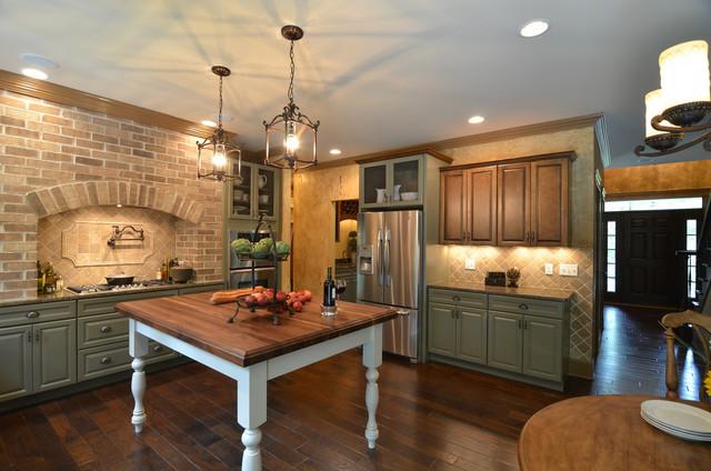 HGTV - Showhouse Showdown Home 1 traditional-kitchen