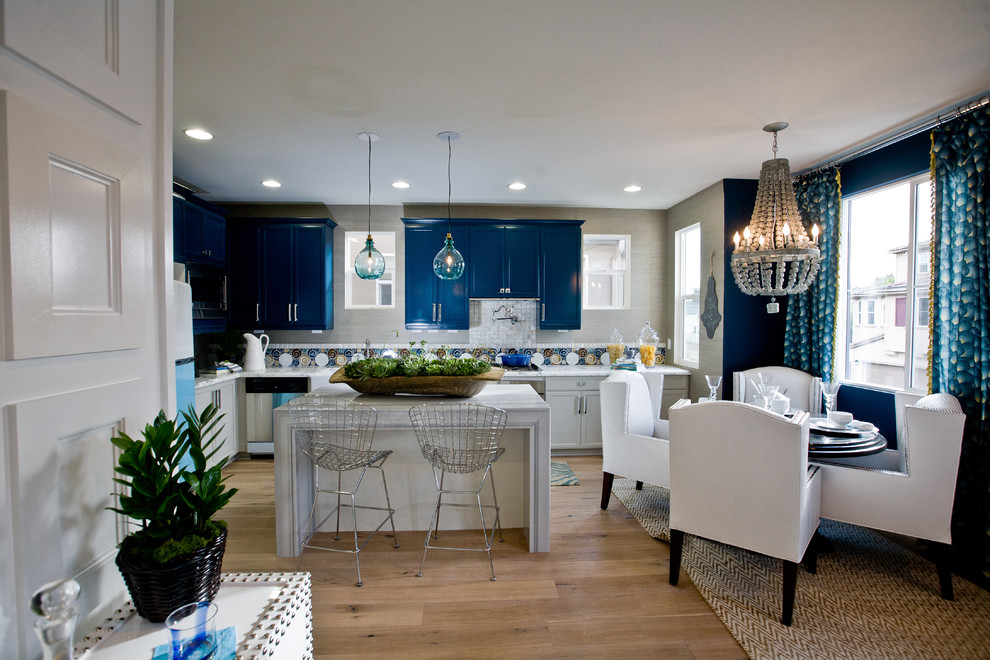 Eat-in kitchen - contemporary l-shaped eat-in kitchen idea in Orange County with blue cabinets and multicolored backsplash