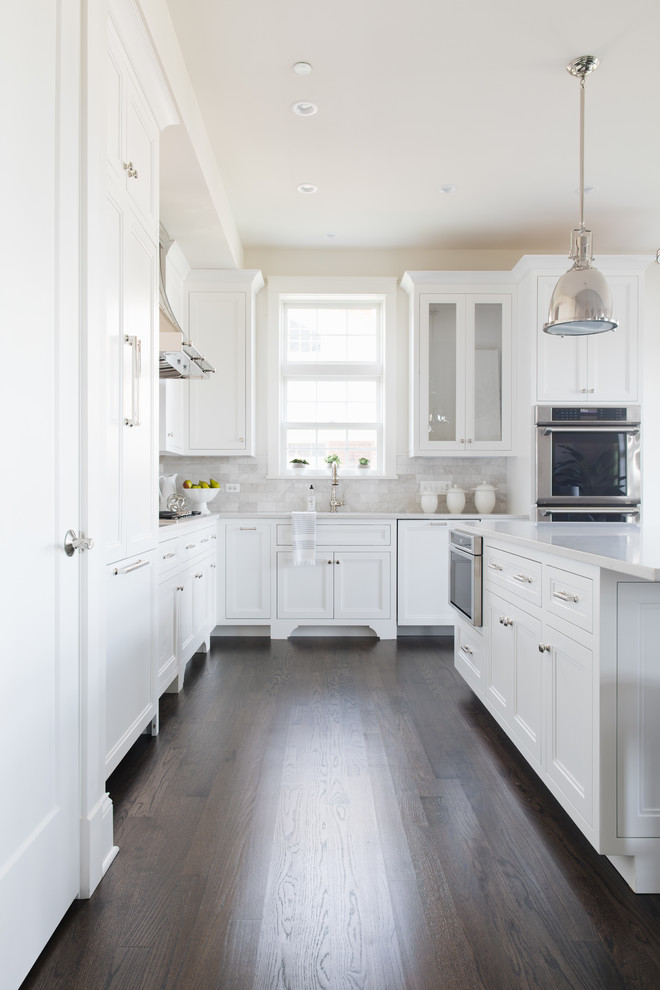 Example of a transitional kitchen design in Chicago