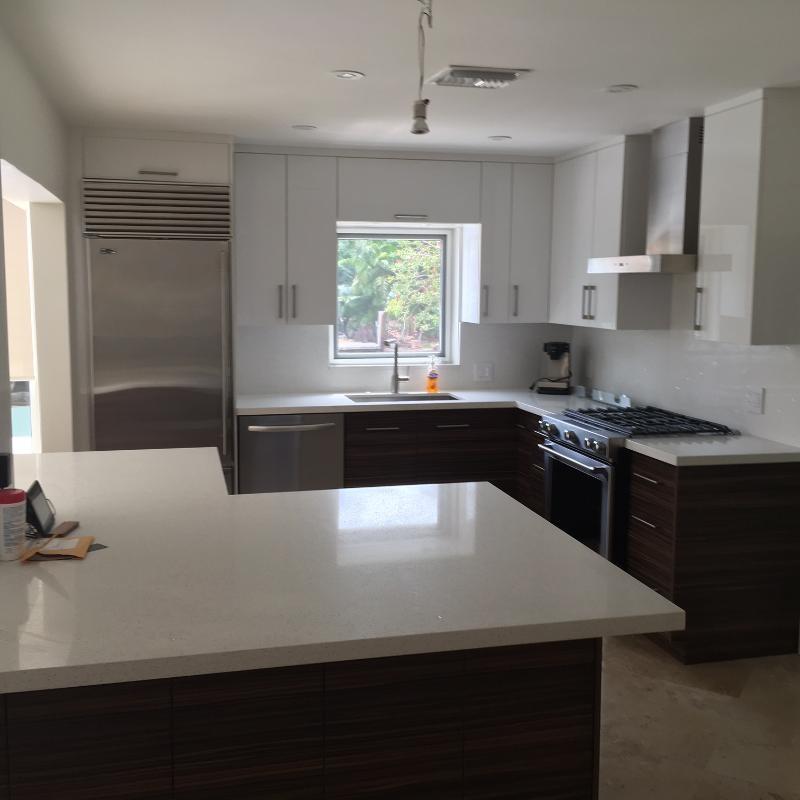 high gloss acrylic/textured laminate kitchen ...