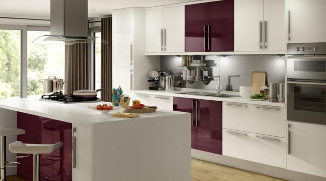 High gloss white aubergine kitchen for Aubergine kitchen cabinets