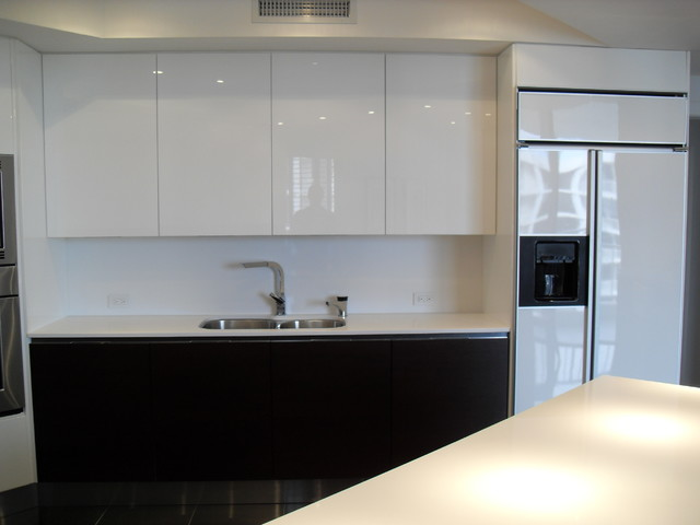 HIGH GLOSS WHITE & DARK WOOD KITCHEN - modern - kitchen - miami