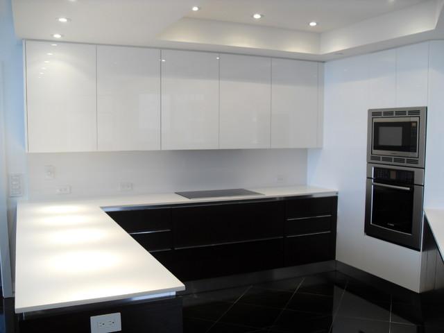 HIGH GLOSS WHITE & DARK WOOD KITCHEN - Modern - Kitchen - miami - by ...